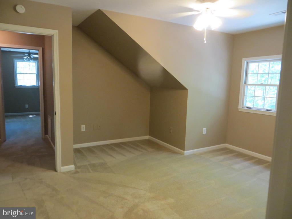 Family Room upper level - 111 SUNSET CT, LOCUST GROVE