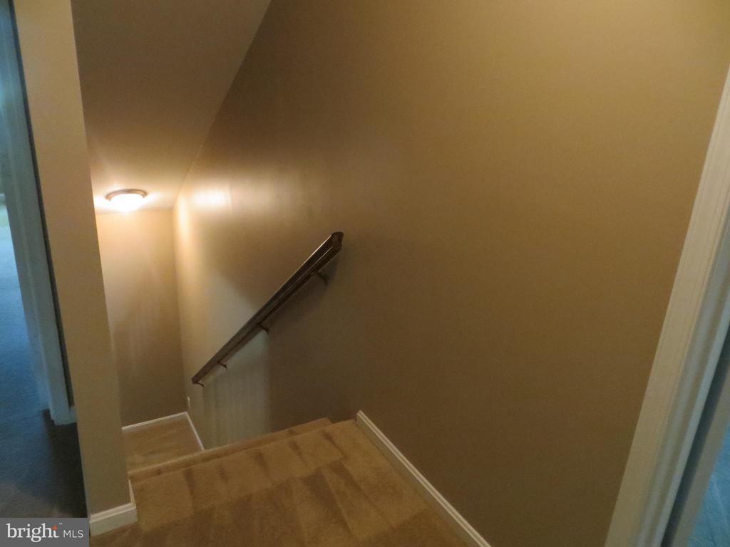 Upper foyer & stairwell - 111 SUNSET CT, LOCUST GROVE