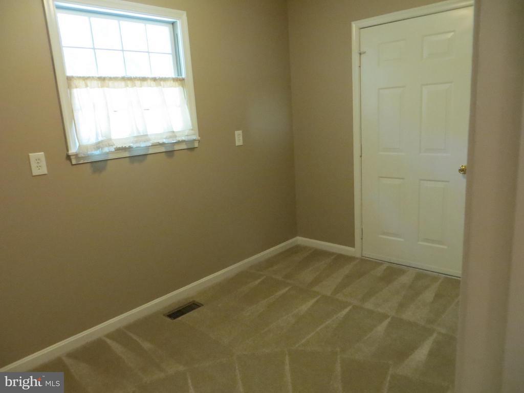 office-den-hobby room - 111 SUNSET CT, LOCUST GROVE