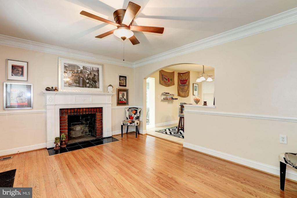 Living Room - 2013 WARDMAN RD, HYATTSVILLE