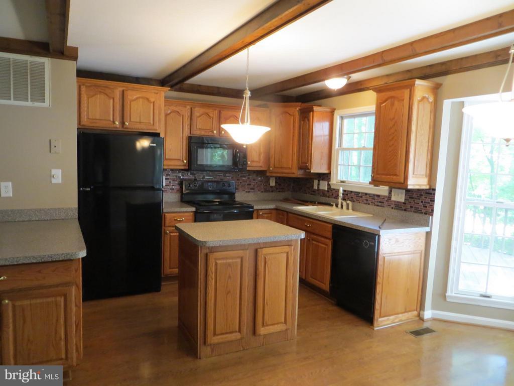 Kitchen - 111 SUNSET CT, LOCUST GROVE