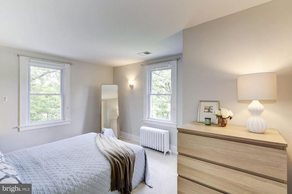 Second bedroom with corner windows - 3403 CHEVERLY AVE, CHEVERLY