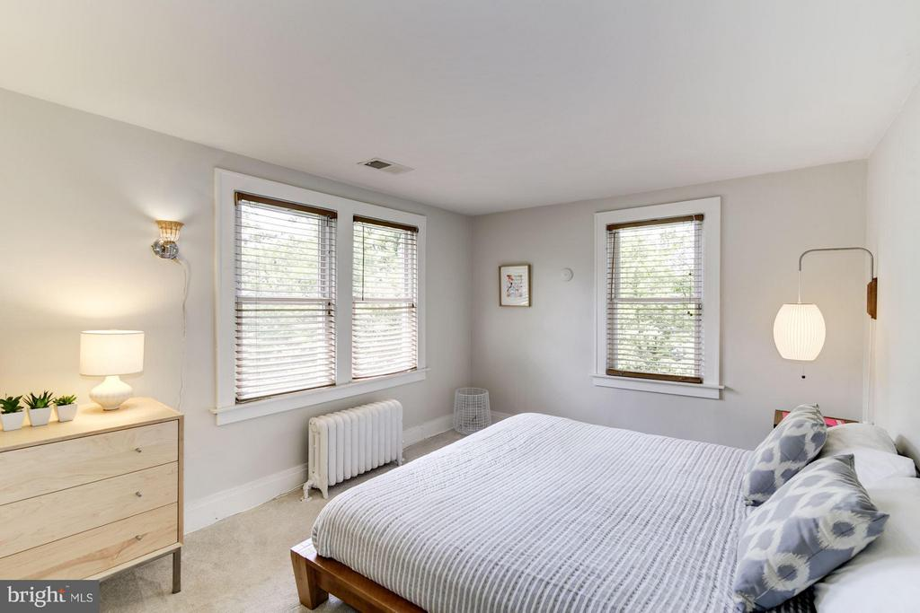 Master bedroom with abundant light - 3403 CHEVERLY AVE, CHEVERLY