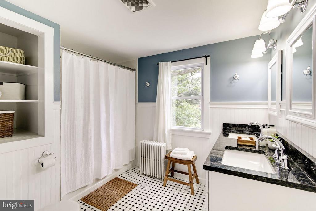 Roomy bath on upper level - 3403 CHEVERLY AVE, CHEVERLY