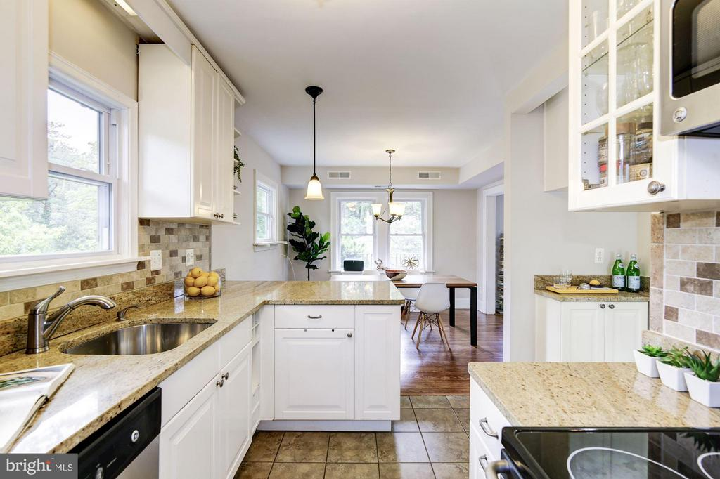 Bright & sunny kitchen - 3403 CHEVERLY AVE, CHEVERLY