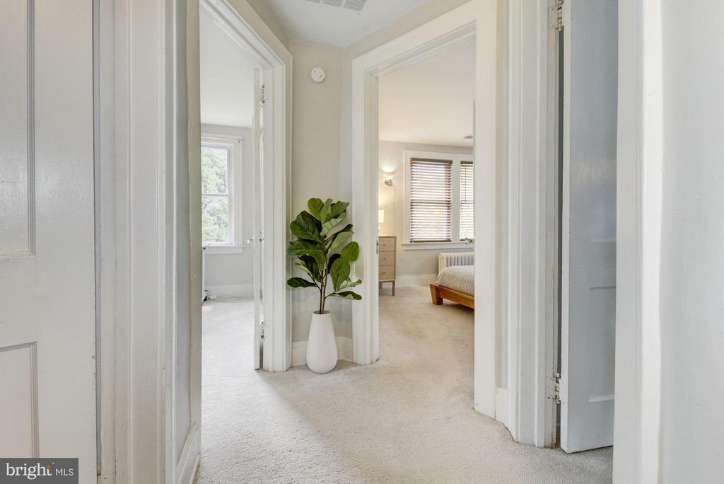 Upstairs hallway - 3403 CHEVERLY AVE, CHEVERLY