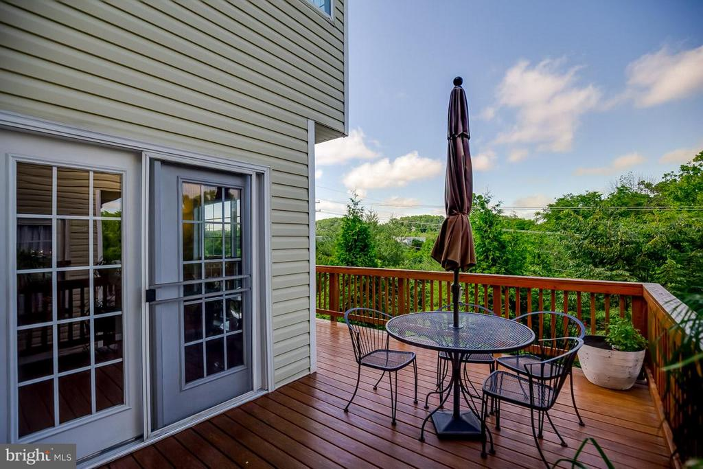 Great deck for relaxing and entertaining - 231 HAWKS VIEW SQ SE, LEESBURG