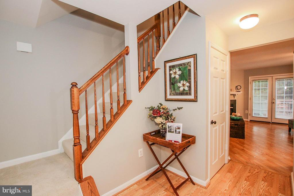 Stairs leading to upper level - 43201 RIBBONCREST TER, ASHBURN