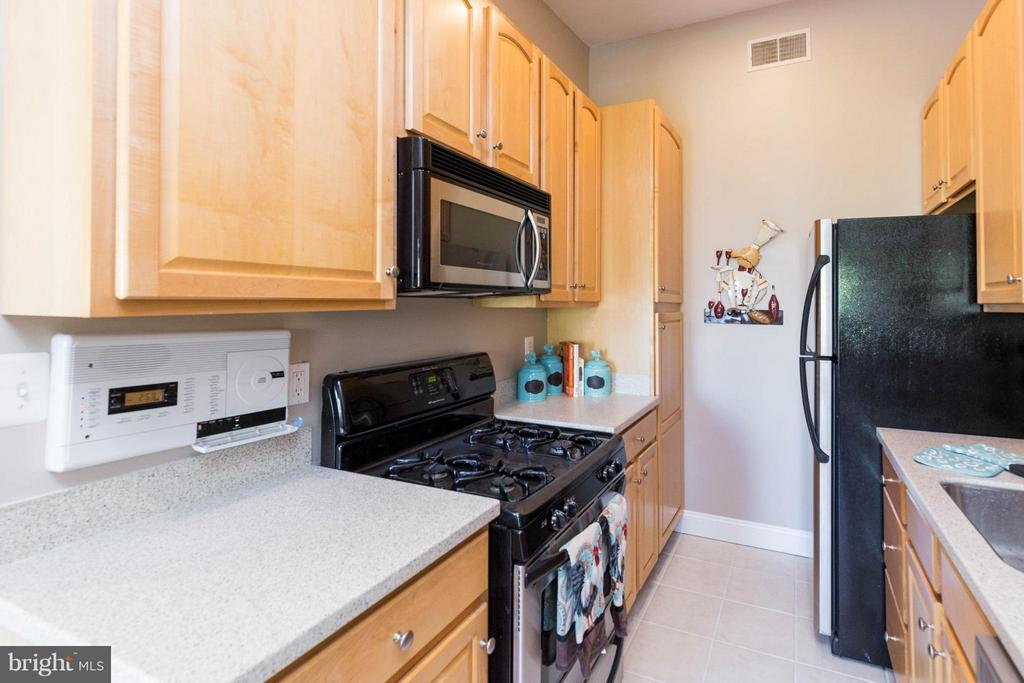 Kitchen with Gas Cooking - 223 FLORIDA AVE NW #4, WASHINGTON