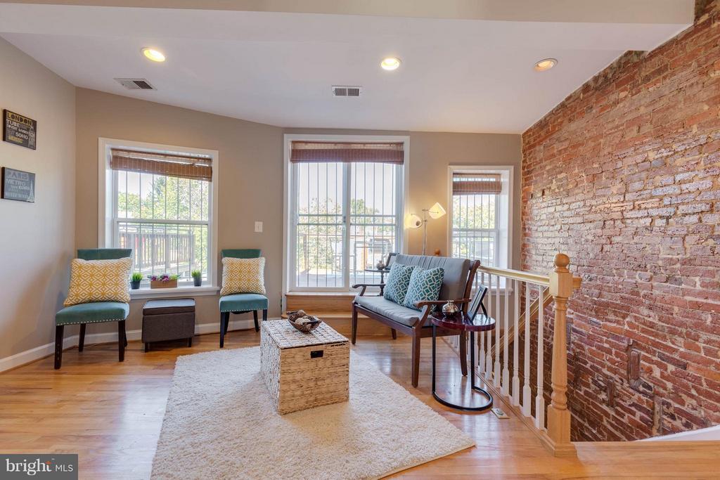 Charming exposed brick - 223 FLORIDA AVE NW #4, WASHINGTON
