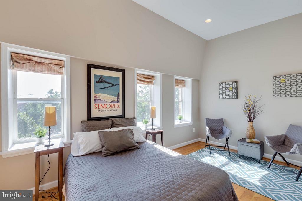 Plenty of room for large furniture - 223 FLORIDA AVE NW #4, WASHINGTON