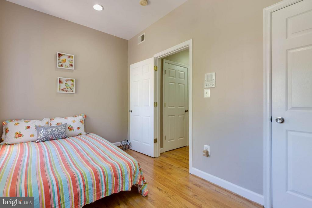 2nd bedroom on 1st floor - 223 FLORIDA AVE NW #4, WASHINGTON