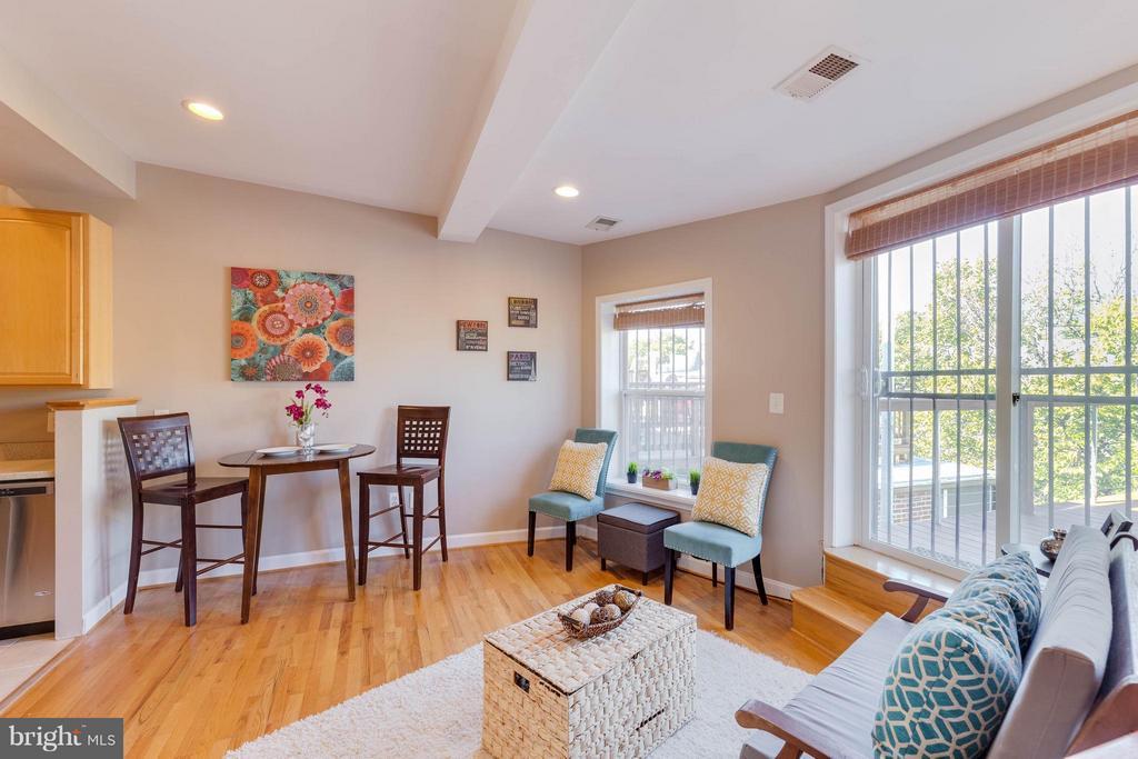 High ceilings! - 223 FLORIDA AVE NW #4, WASHINGTON