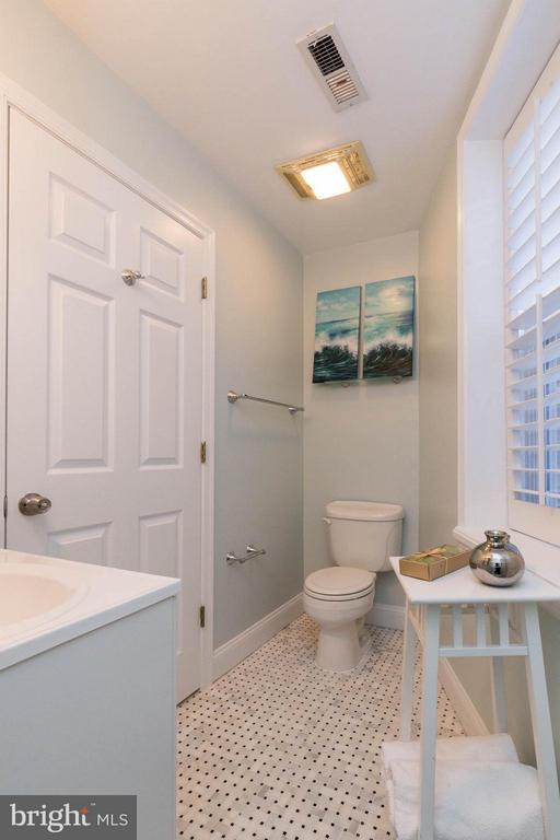 Beautiful Tile! - 223 FLORIDA AVE NW #4, WASHINGTON