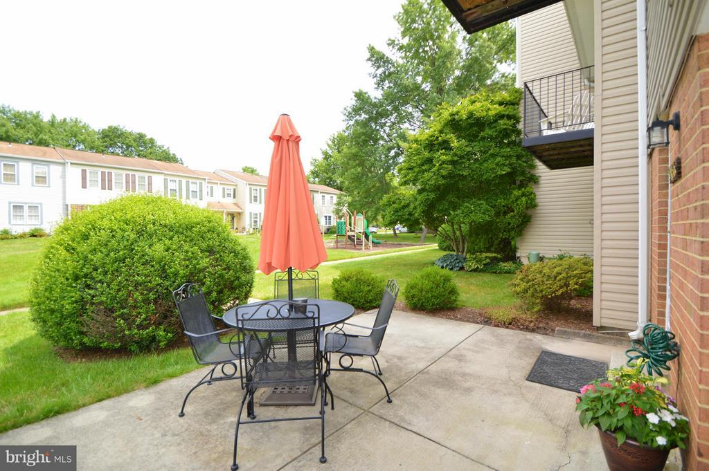 Private front patio - 9156 BROKEN OAK PL #81A, BURKE