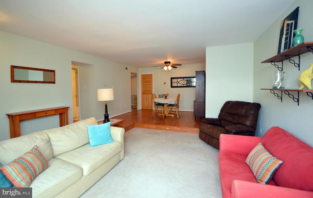 Sunken Living Room - 9156 BROKEN OAK PL #81A, BURKE