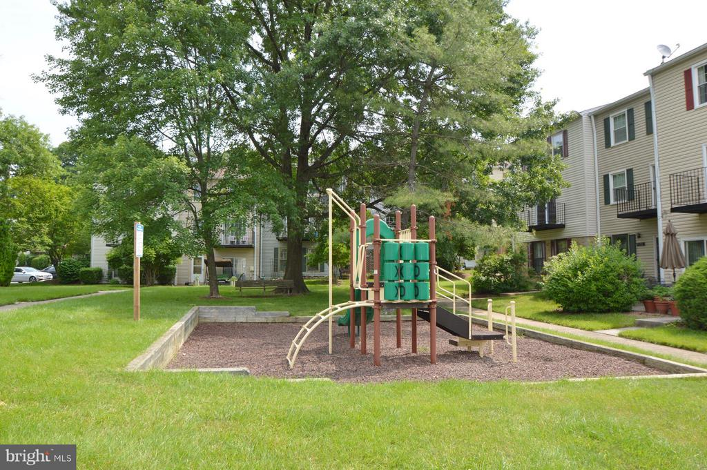 Courtyard playground - 9156 BROKEN OAK PL #81A, BURKE