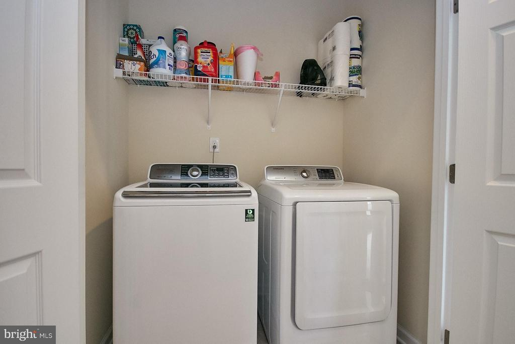 Upper level laundry area - 9052 ISABEL LN, MANASSAS PARK