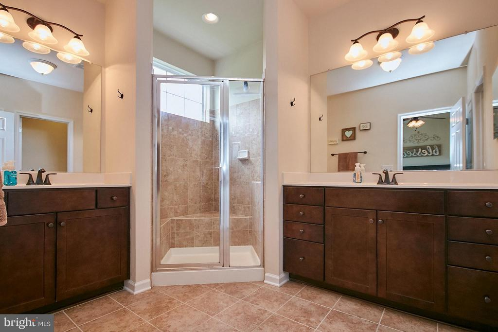 Master bath with split vanities & large shower - 9052 ISABEL LN, MANASSAS PARK