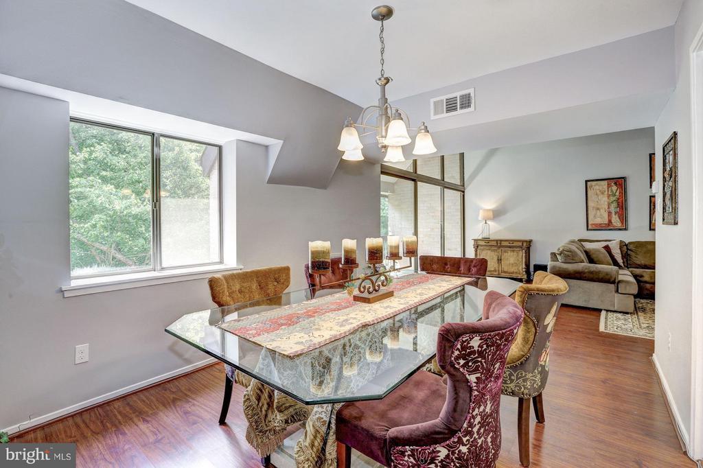 Dining Room - 1675 PARKCREST CIR #400, RESTON