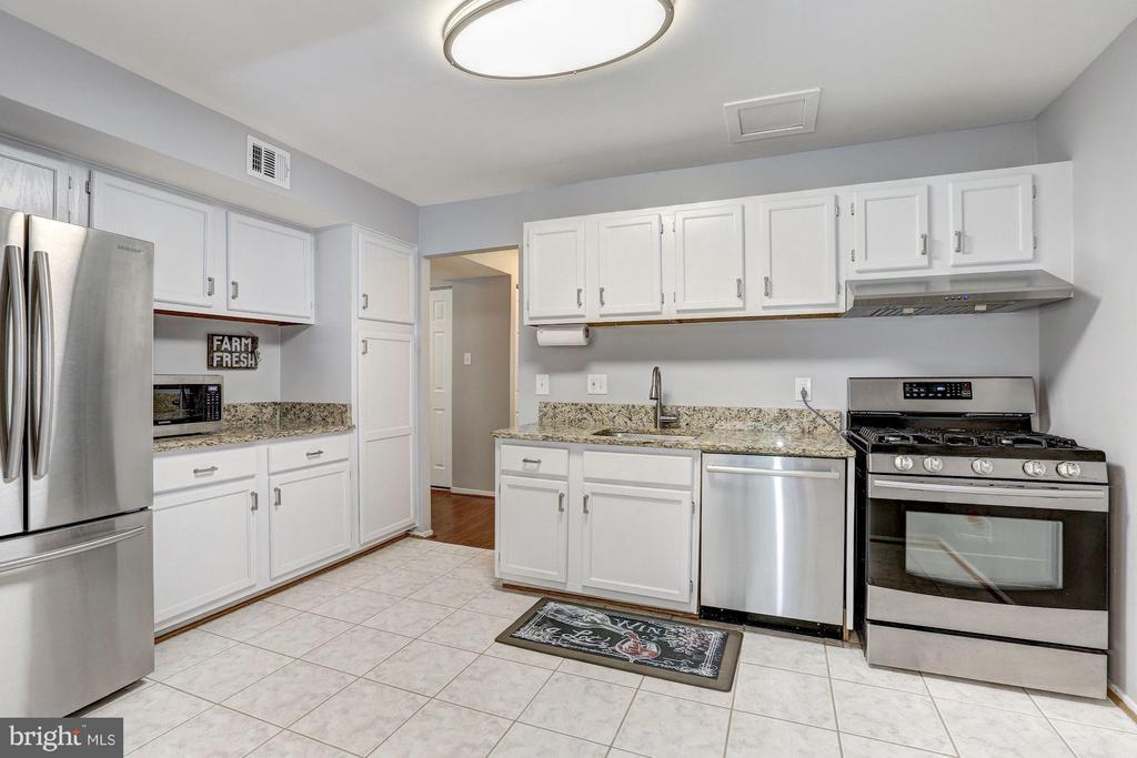 Kitchen - 1675 PARKCREST CIR #400, RESTON