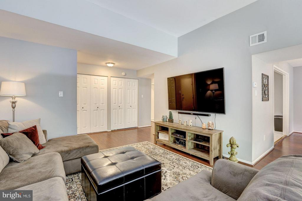 Beautiful floors in the living room - 1675 PARKCREST CIR #400, RESTON