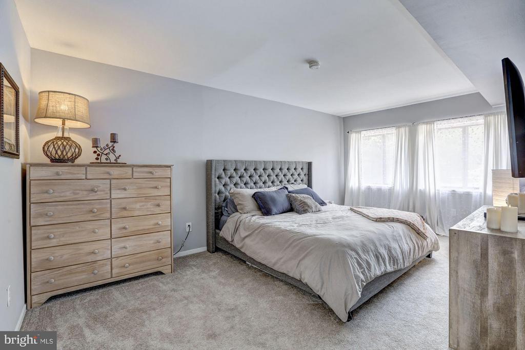 Master bedroom - 1675 PARKCREST CIR #400, RESTON