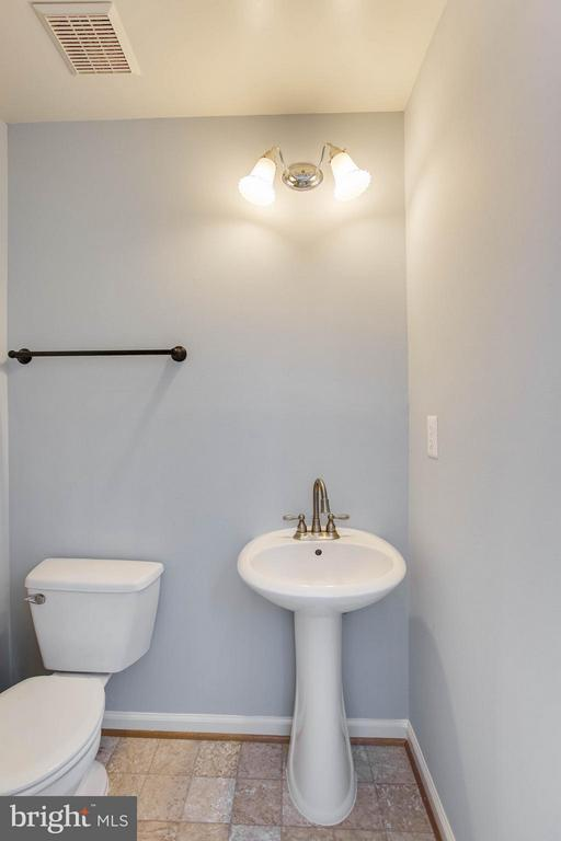 Main level half bath - 502 GINKGO TER NE, LEESBURG