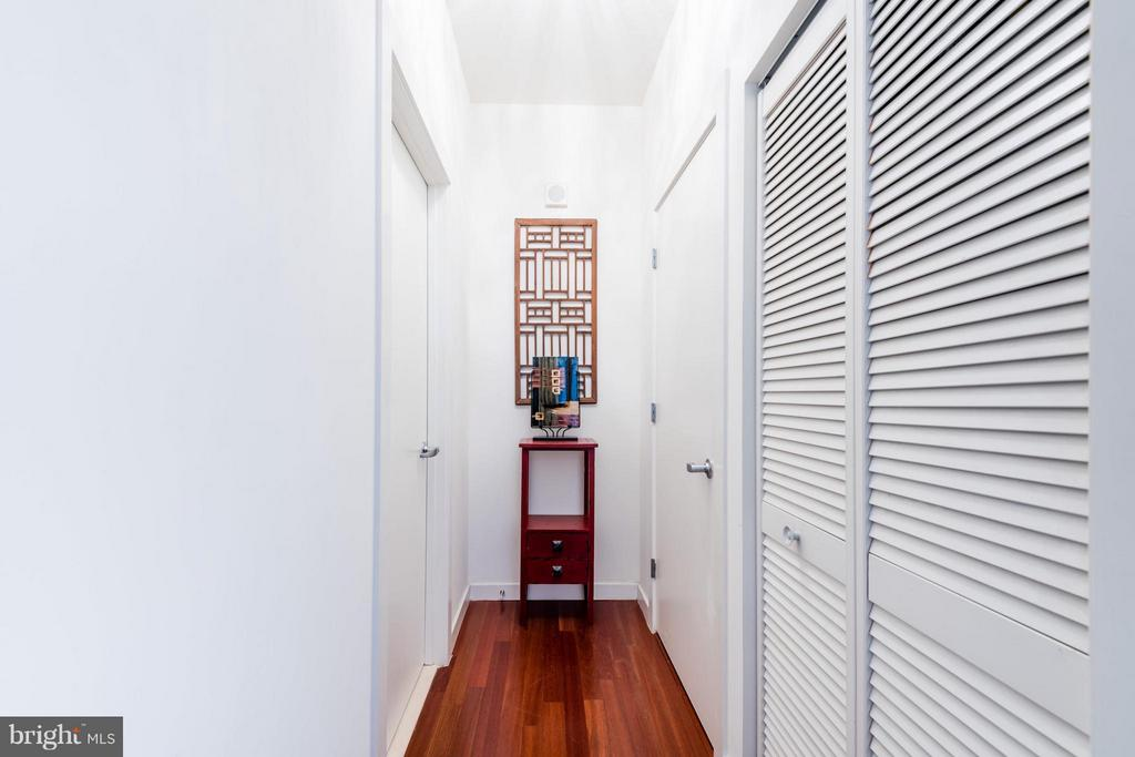 Hall way to bathoom - 1000 NEW JERSEY AVE SE #PH21, WASHINGTON