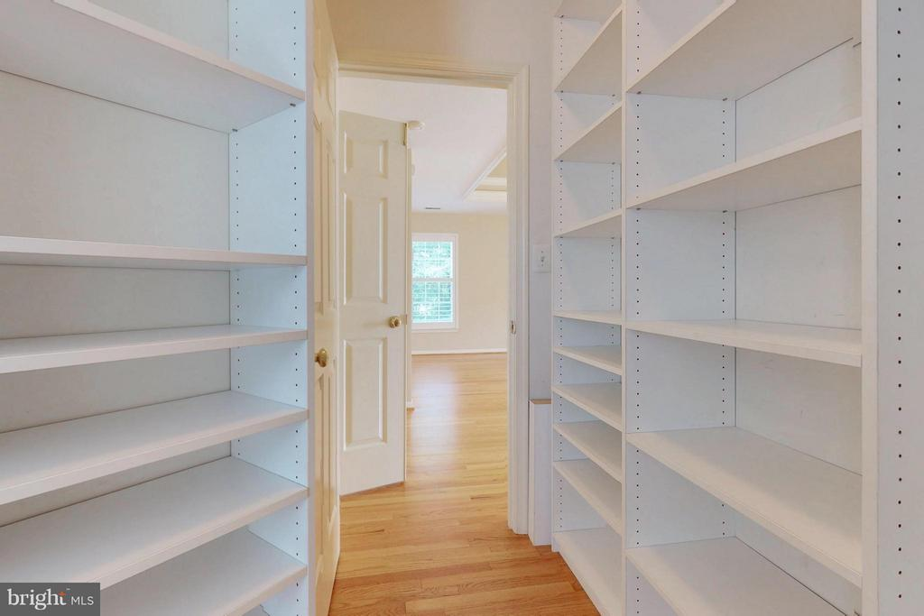 Custom Closets - 14408 CLUBHOUSE RD, GAINESVILLE