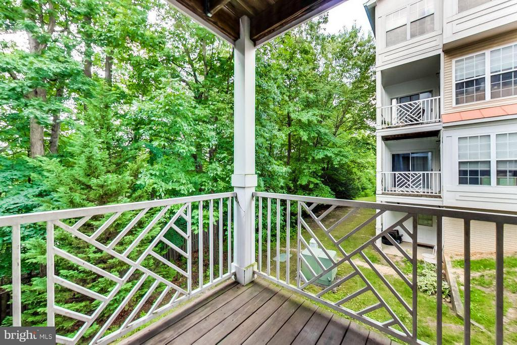 rear porch with tree canopy views - 5940 FOUNDERS HILL DR #103, ALEXANDRIA