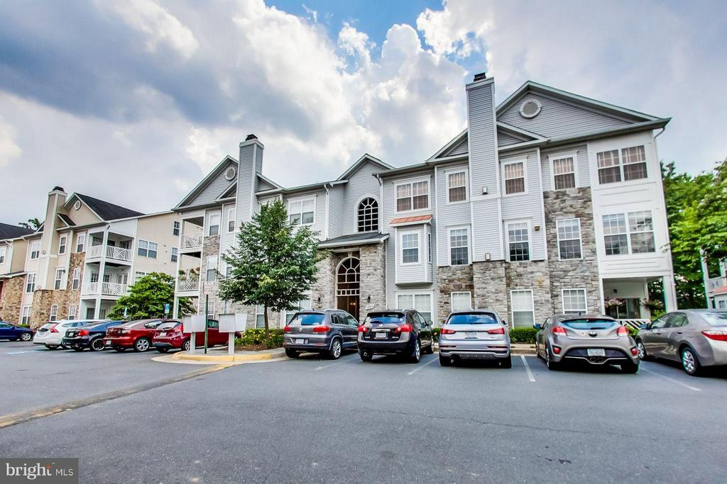 Exterior (Front) - 5940 FOUNDERS HILL DR #103, ALEXANDRIA