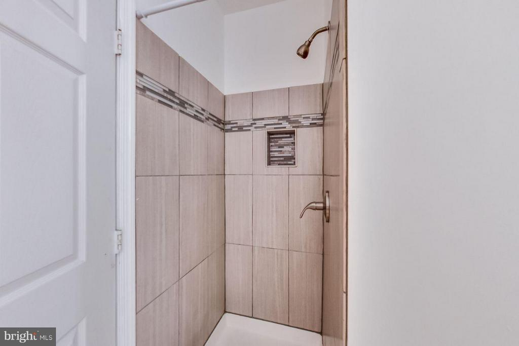 Updated shower with ceramic tile in master bath - 5940 FOUNDERS HILL DR #103, ALEXANDRIA