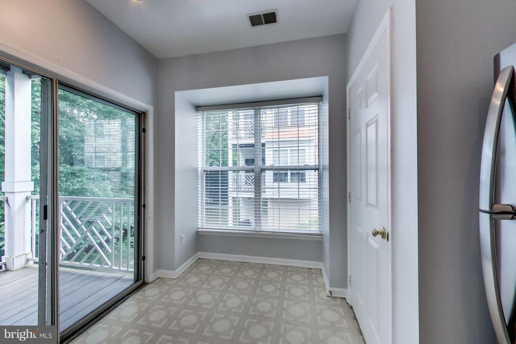 Breakfast area opens to porch with park-like views - 5940 FOUNDERS HILL DR #103, ALEXANDRIA