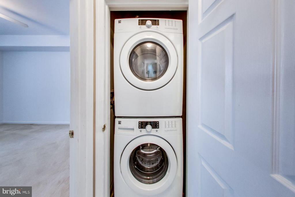 Updated front load washer and dryer - 5940 FOUNDERS HILL DR #103, ALEXANDRIA
