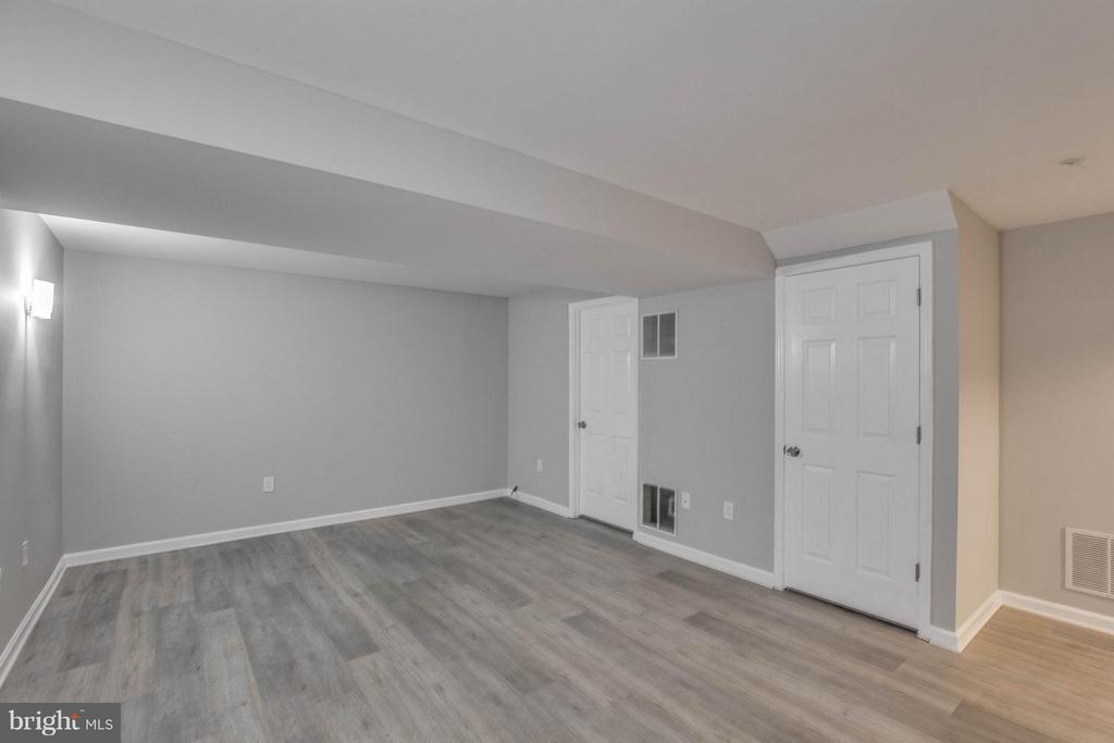 New Paint! New Floor! - 2239 WETHERBURNE WAY, FREDERICK
