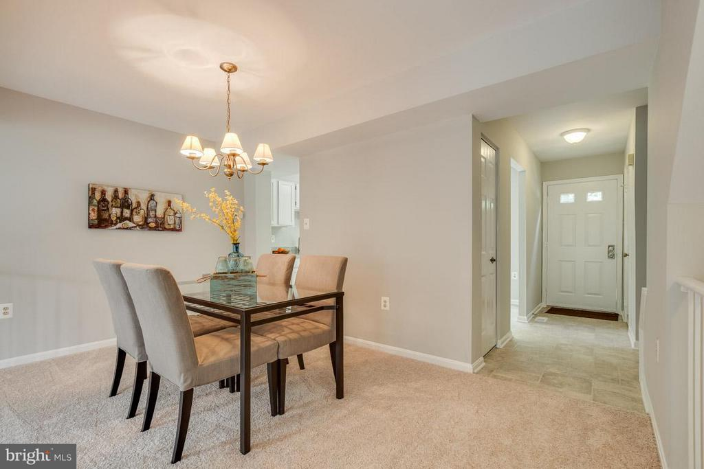 Large dining room, perfect for entertaining - 11922 GLEN ALDEN RD, FAIRFAX