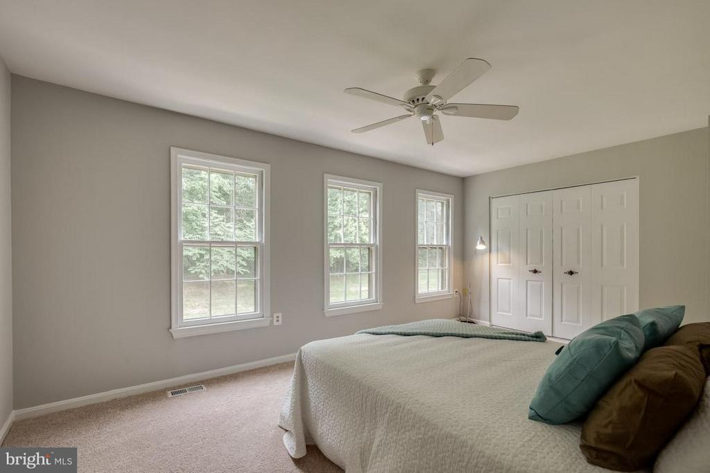 Master bedroom with 3 windows and tons of sunshine - 11922 GLEN ALDEN RD, FAIRFAX