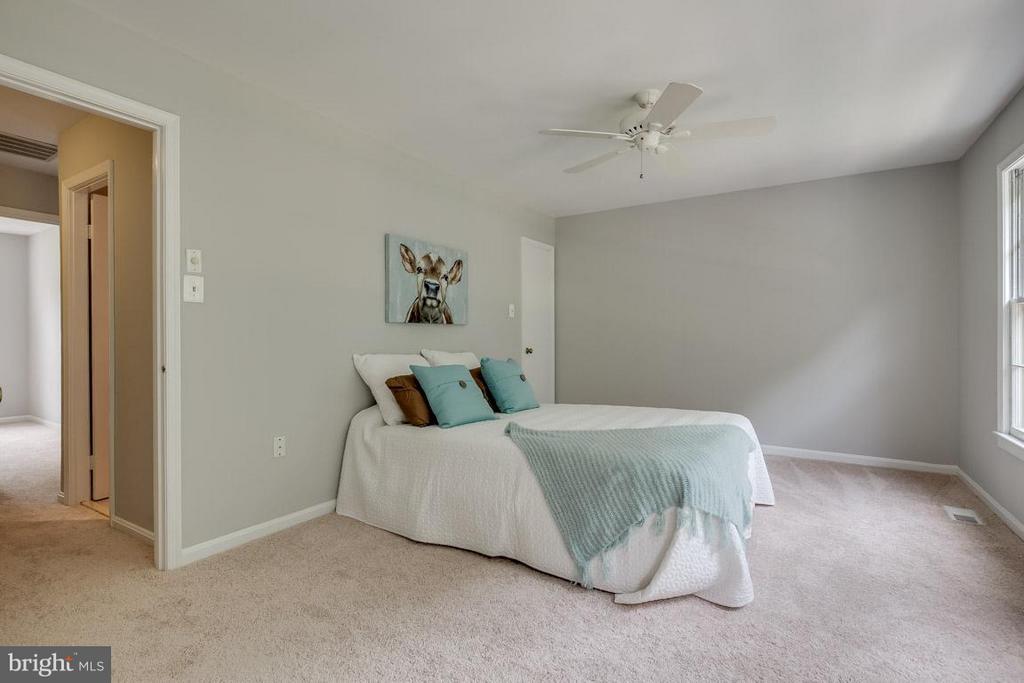 Master bedroom with walk-in closet - 11922 GLEN ALDEN RD, FAIRFAX