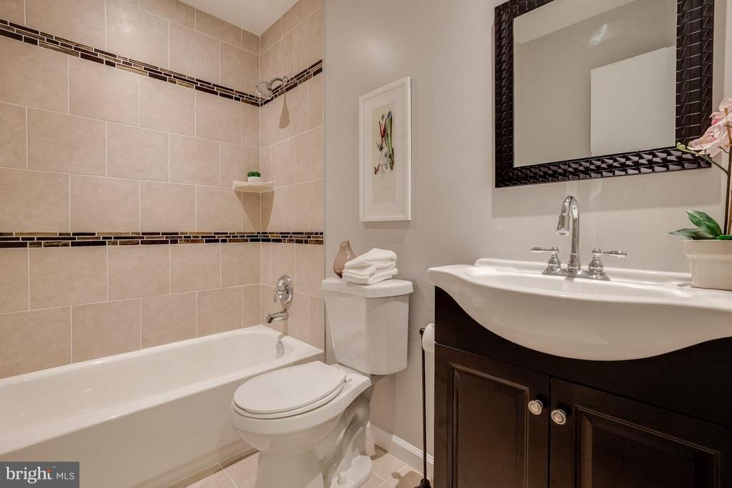 Totally renovated upper level full bathroom - 11922 GLEN ALDEN RD, FAIRFAX