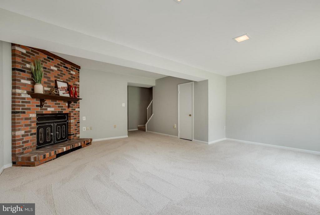 Storage under stairs, powder room and laundry room - 11922 GLEN ALDEN RD, FAIRFAX