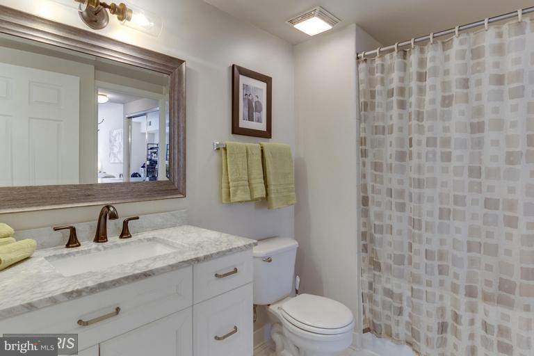 Bathroom - 3835 9TH ST N #507E, ARLINGTON