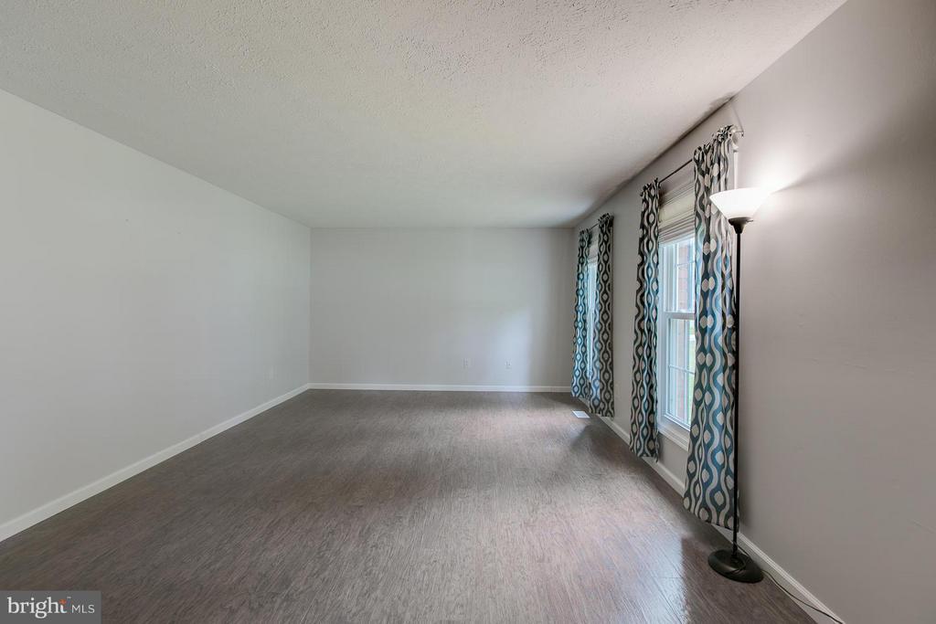 Living Room with beautiful upgraded flooring - 12 KNIGHTSBRIDGE WAY, STAFFORD