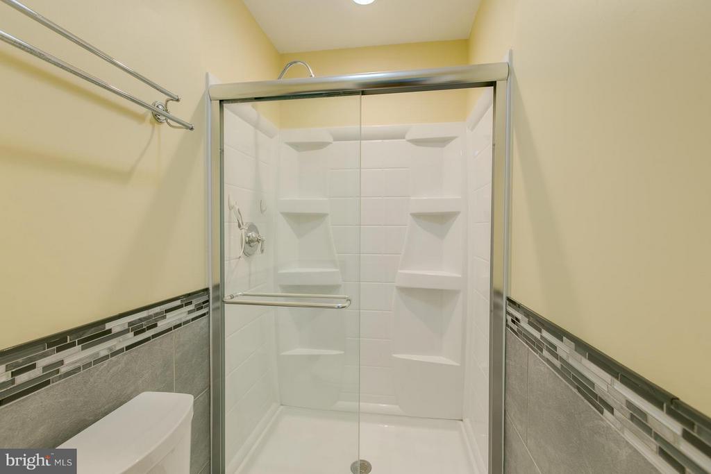 Full Remodeled 2nd Master Bath - 12 KNIGHTSBRIDGE WAY, STAFFORD