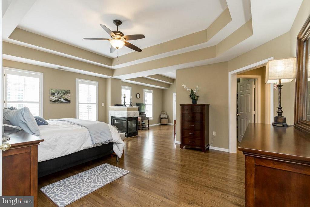 Master Bedroom Suite with sitting Room - 43416 WESTCHESTER SQ, LEESBURG