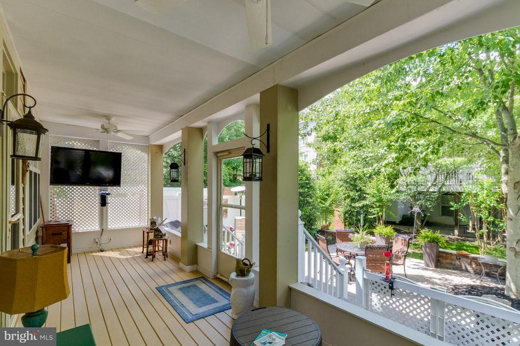 Covered Screened in Porch leading out to Patio - 43416 WESTCHESTER SQ, LEESBURG