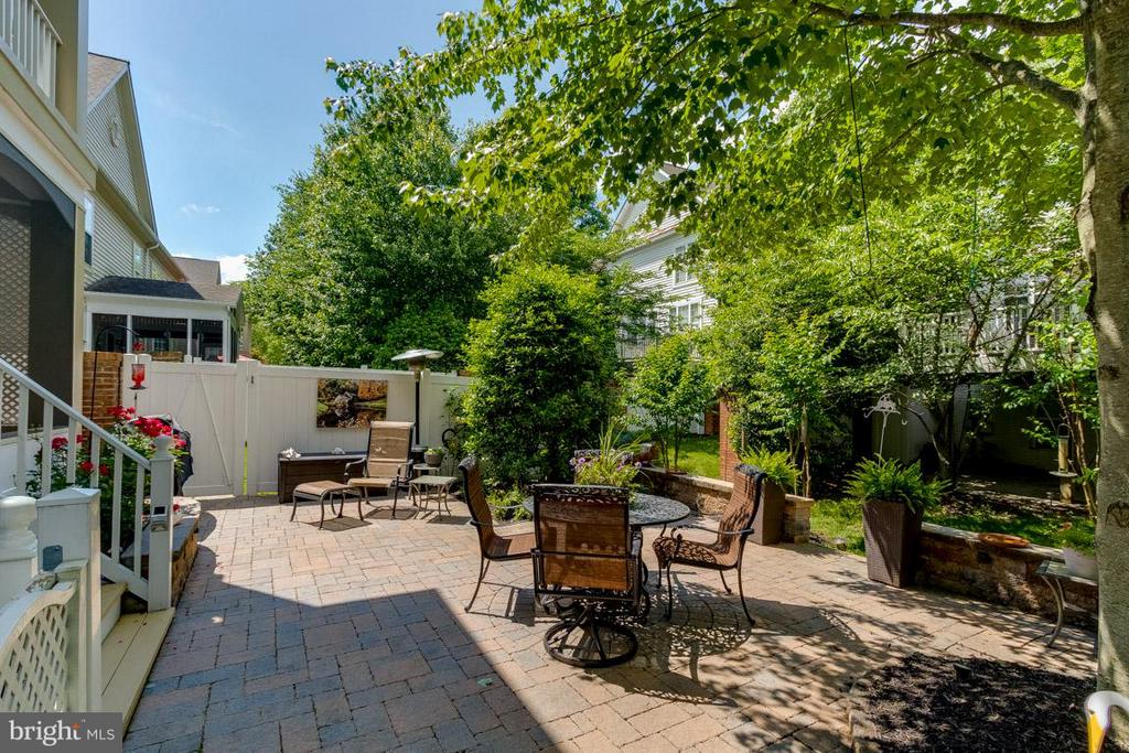 Spacious and Private Patio - 43416 WESTCHESTER SQ, LEESBURG