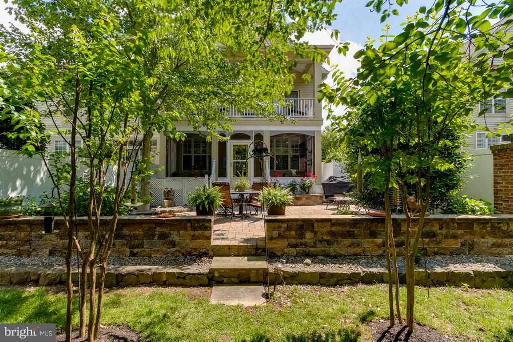 Double Covered porches for Year Round Enjoyment - 43416 WESTCHESTER SQ, LEESBURG