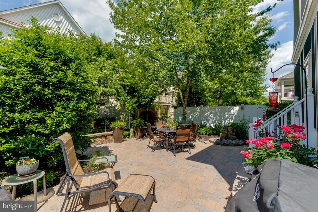 Custom Patio w Fountain , Great for Entertaining - 43416 WESTCHESTER SQ, LEESBURG