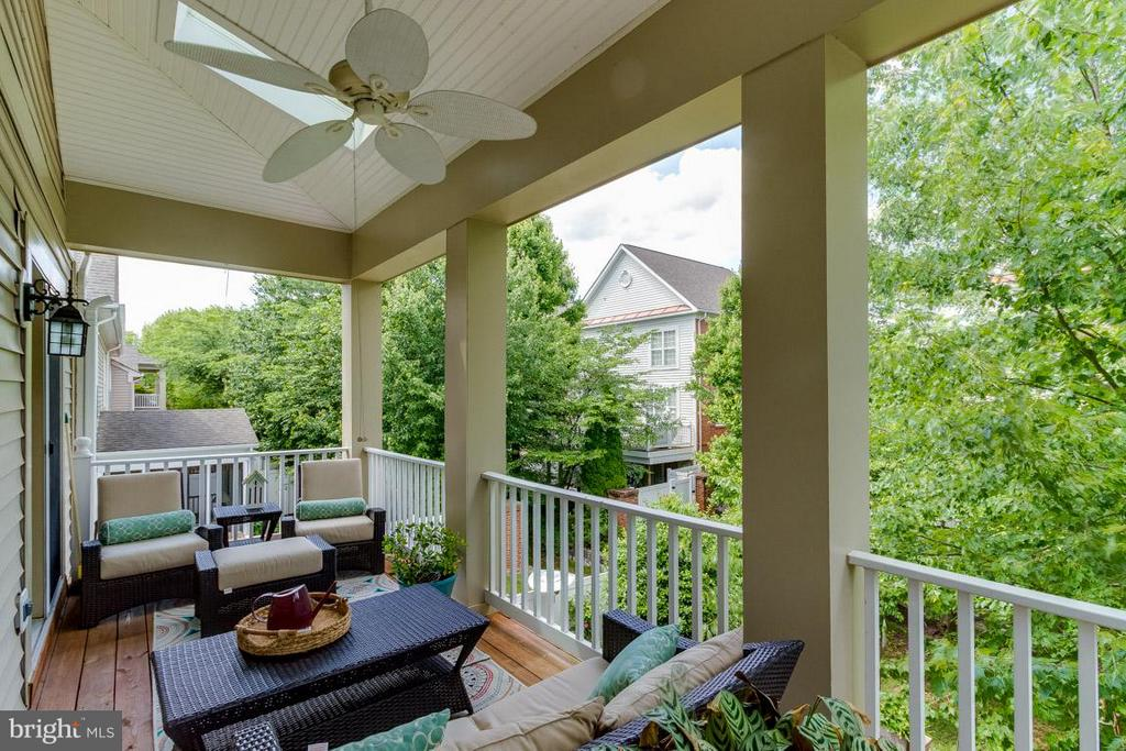 Covered porch Master Suite Overlooking Rear Yard - 43416 WESTCHESTER SQ, LEESBURG